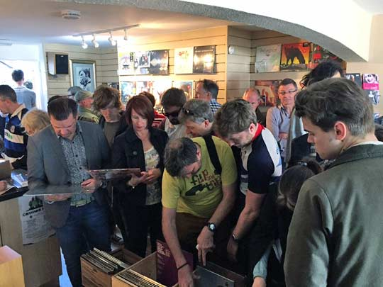 Record Store Day 2015 at Hundred Records